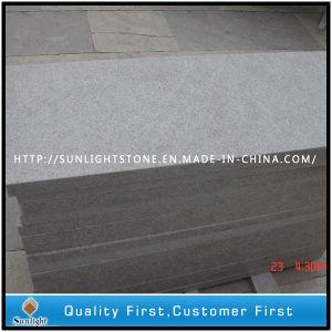 安い中国の真珠の台所のための白い花こう岩の石の床タイル