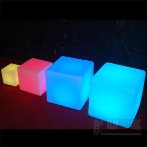 LEDの腰掛けの立方体のシートの椅子ライトはランプをつける