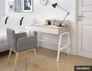 Modernes simples bureau d étude pour les étudiants avec une large