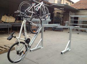 新しいデザイン2二重屋外の熱浸された電流を通された駐車のバイクラックPV00026