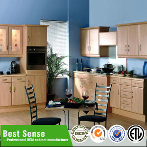 La moderna cocina de PVC blanco con diferentes formas de la puerta de armario
