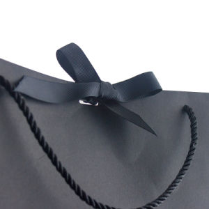 カスタマイズされた黒いペーパー熱い押すショッピング・バッグ