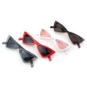 De leuke Sexy Rode Zonnebril van de Vrouwen van de Driehoek van de Zonnebril Kleine Uitstekende Goedkope In het groot