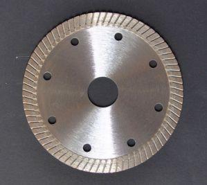 La hoja de sierra de diamante de corte de cerámica