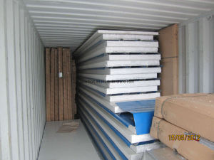 100mm Corrugated Sandwich Panel dans Containers