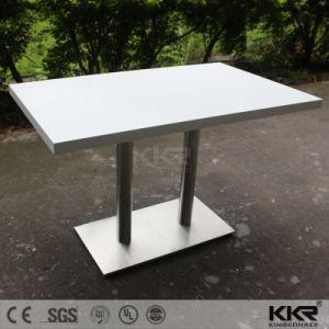La resina de color blanco puro rectangulares de piedra de la mesa de comedor restaurante El Patio de Comidas