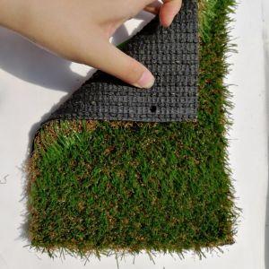 Erba sintetica esterna ed erba di moquette artificiale del giardino del tappeto erboso
