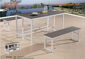 表および2つの折られたベンチ、灰色カラー