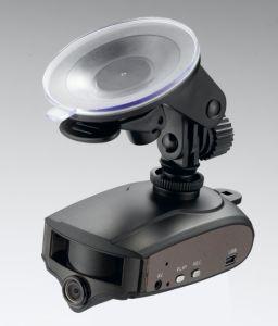 1つの装置(BRT-F2A)に付き車DVRのカメラ2つが付いているレーダーの探知器