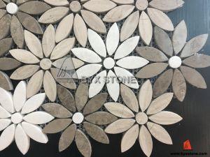 Het grijze houten witte marmeren mozaïek van de bloem voor de