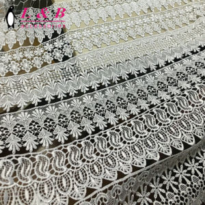 각종 디자인 백색 자수 100%년 폴리에스테 화학 Guipure 레이스