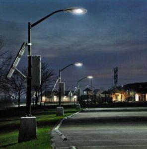 新しい50W IP65のダイカストで形造るアルミニウム屋外のコブラヘッド穂軸LEDの街灯