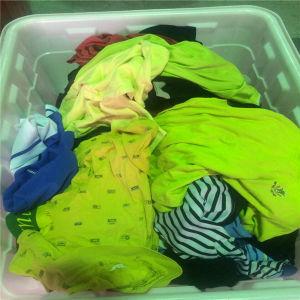 As roupas usadas/utilizadas roupas para África/usado vestuário de Verão