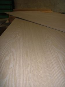 中国の灰の直線空想の合板リンイーの工場からの等級