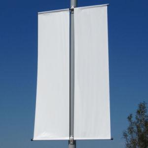 通りのColoumnポーランド人の広告媒体の旗の画像の屈曲のフラグの立場