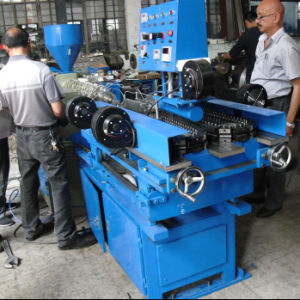 Manguera de salida onduladas de PVC que hace la máquina