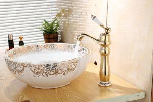 ハンドルのデッキによって取付けられる台所コックのミキサーの浴室の洗面器のコックを選抜しなさい