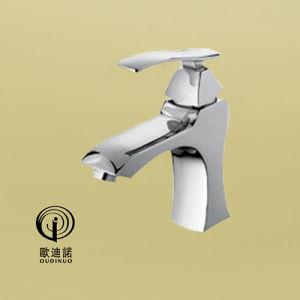 Oudinuoの真鍮の物質的な単一のレバーはミキサー67513に浴室沢山与える
