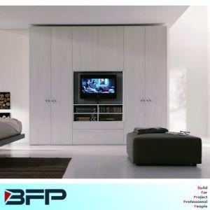 Guardaroba della mobilia della camera da letto con la TV