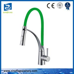 単一のレバーは台所コックの多彩なシリコーンの管のBarssの蛇口をおろす