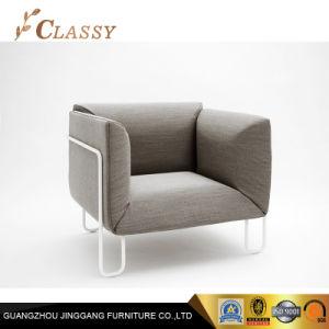 商業居間のファブリックによって装飾される肘掛け椅子
