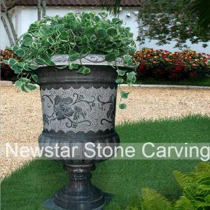 Черный камень сеялки, мраморные вазы, камня и потенциометра цветов