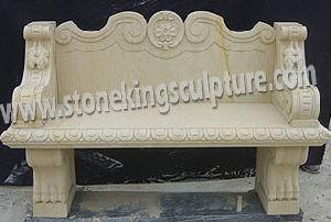 庭のための手によって切り分けられる大理石のベンチの上