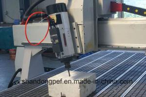 4axis側面の製粉のための振動スピンドルが付いている木製CNCのルーター