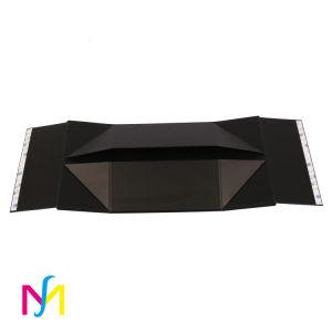 На заводе складных картонных косметический подарочной упаковки бумаги .