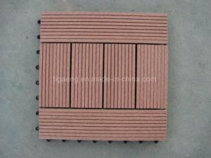 屋外の連結WPC DIYのデッキはゴム製木製のプラスチックフロアーリングをタイルを張るか、または遊ばす
