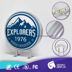 LEDの印の屋外広告の回転表示表記を形作る円形の真空