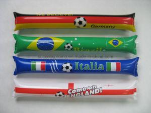 Impresos de promoción de los Fans aclamando palos inflables