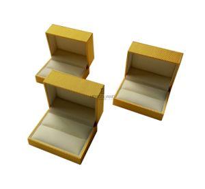 Rectángulo Personalizado de plástico de lujo en tela de seda en el interior de microfibra par joyas caja de embalaje de regalo