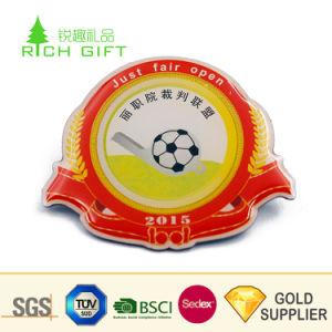 卸し売り中国のカスタム金属の金によってめっきされる堅いエナメルのエポキシはフットボールのスーツの折りえりPinを遊ばす