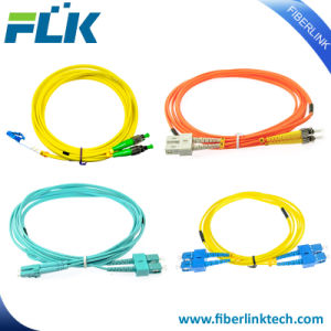Sc/LC/FC/St/UM/MTRJ/PC/E2000 UPC/APC monomode ou multimode cavalier simplex/duplex cordon de raccordement à fibre optique