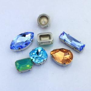 De peervormige Buitensporige Steen van het Kristal met de Klauw van het Metaal voor de Decoratie van Kleren