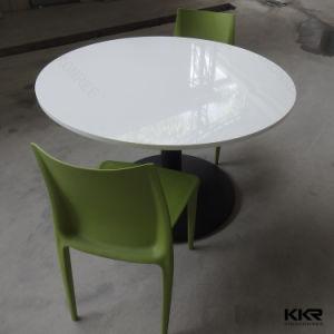 Элегантная гладкая поверхность раунда искусственного камня есть обеденные столы