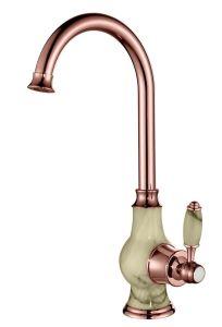 Maniglia con il miscelatore dorato di cristallo del rubinetto della cucina della Rosa