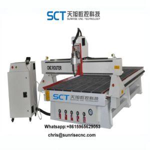 CNCのルーターを切り分ける3D浮き出しの木版画の切断