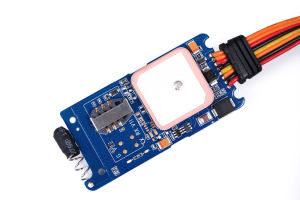 Локатор GPS для автомобиля с превосходная чувствительность в режиме реального времени отслеживается центральным сервером