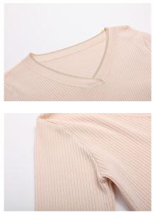 女性の半分の袖のV首の氷の絹の薄く柔らかい編まれたTシャツのセーター
