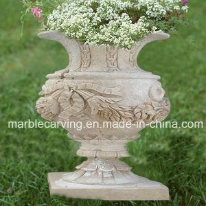Стороны резные вазы в белый мрамор кладбище