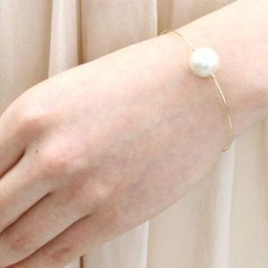 2 Armbanden van de Draad van het Metaal van de Parel van de stijl de Witte Dunne Regelbare Uitzetbare