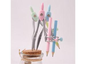 Le bussole del metallo impostano l'insieme dell'insieme di strumenti dell'illustrazione 8-Piece con il righello che della matita le bussole possono essere personalizzate