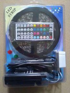 Insieme completo RGB 5050SMD con la striscia dell'adattatore e del regolatore LED