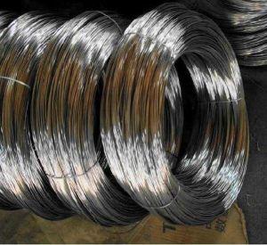 電流を通された鉄ワイヤーか結合ワイヤーまたはGalvanziedのハンガーワイヤー