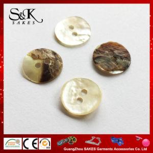 De Natuurlijke Knoop van de Knoop van Agoya Shell van twee Gat voor Overhemden
