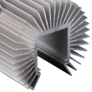 CNCの機械化を用いるカスタマイズされたアルミニウムによって削られるひれ脱熱器(証明されるISO9001)