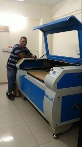 切断の彫版の革木製のアクリルのためのCk6090 60With80Wの二酸化炭素レーザー機械