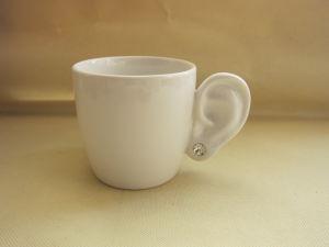 耳の特別な整形ハンドルの白い陶磁器のコーヒー・マグ